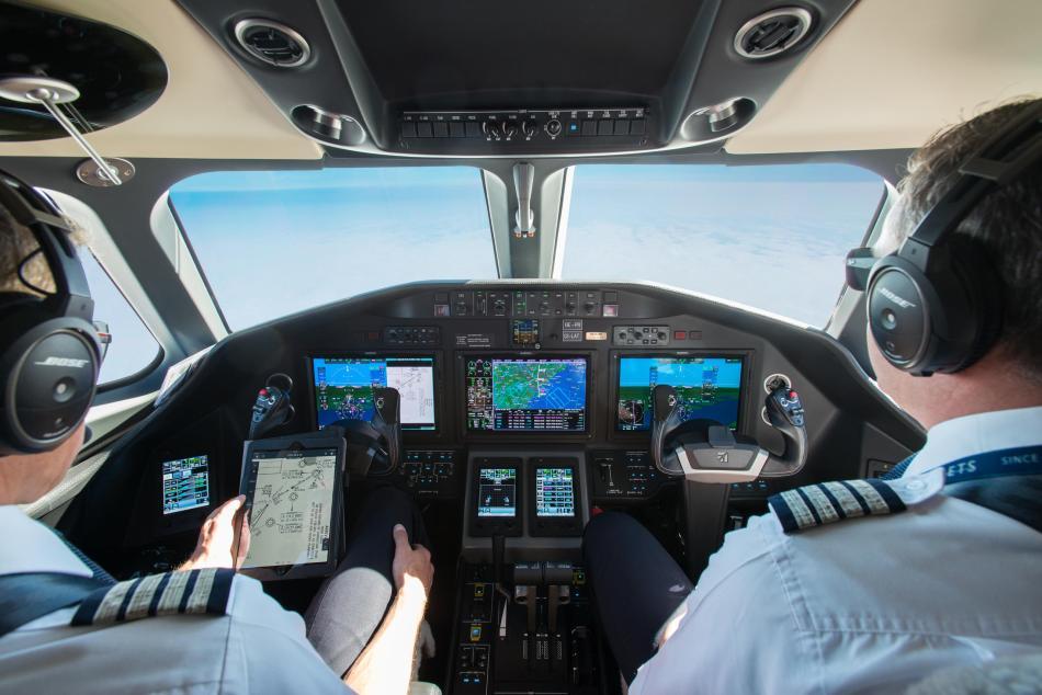 PKRnIjTKTUCbw4sYC2cg_NetJets Avionics Cockpit