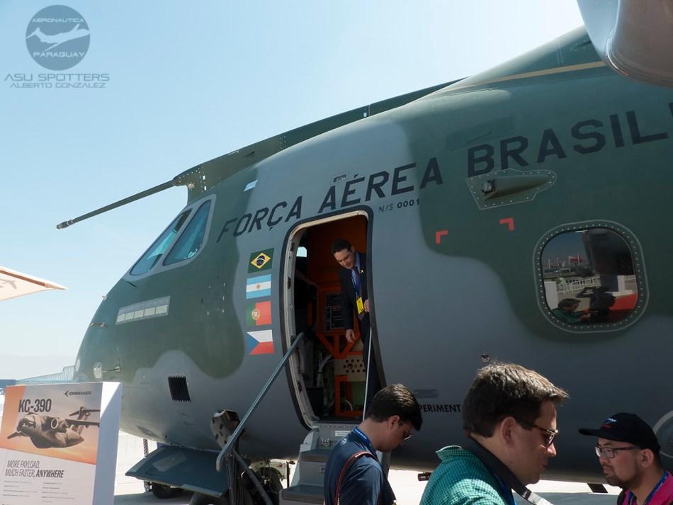P1080846 KC-390 Acceso