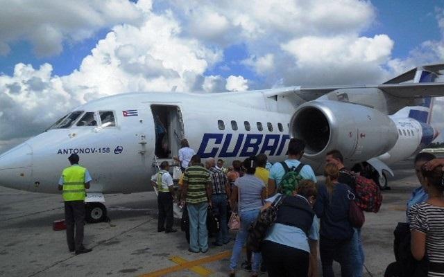 avion-cubana-guantanamo-viajes-pista-aeropuerto