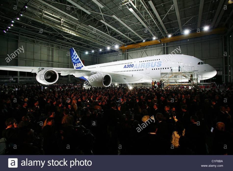 francia-toulouse-haute-garonne-presentacion-de-airbus-a380-el-mayor-transportista-del-mundo-en-jean-luc-lagardere-en-fabrica-c1f6ba