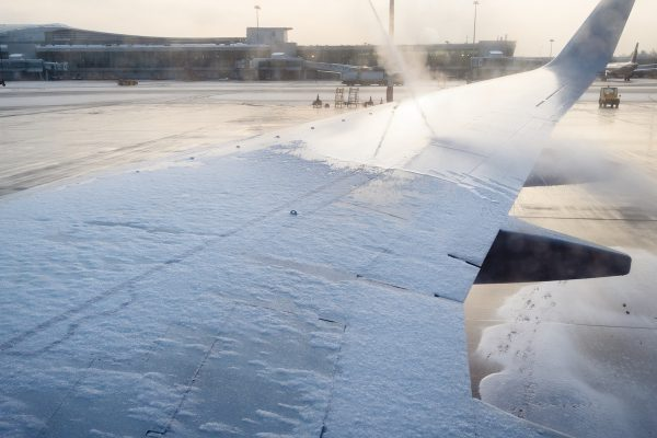 anti-icing processing of aircraft wing in airport
