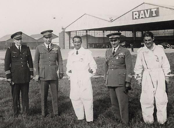 Le colonel Muiron reçoit une escadrille italienne.
