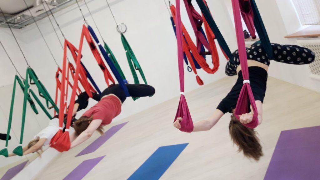 йога с гамаками для плоского живота