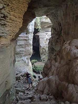 Reconhecimento das monumentais grutas do rio Codzo.