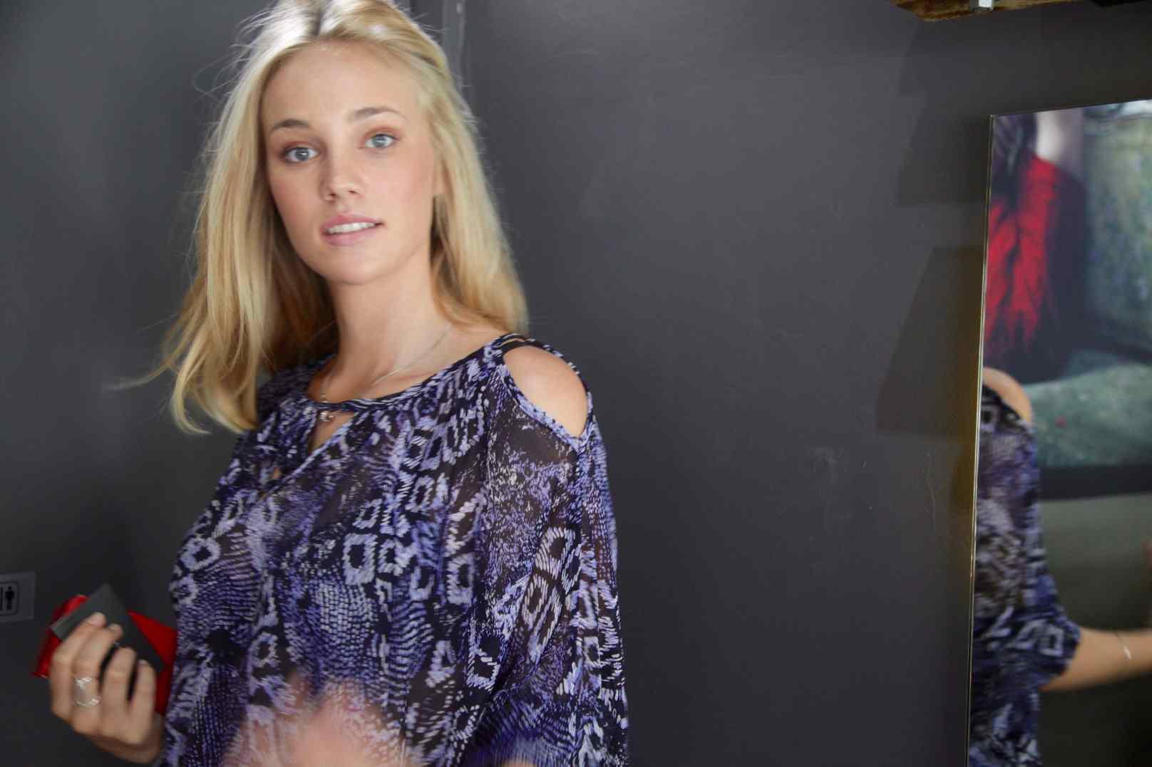 Tayla Schuit model colour