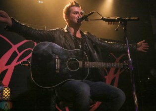 Secondhand Serenade performs at Metro Chicago in Chicago, IL on March 6, 2017. (Photo: Cindi Huang/Aesthetic Magazine)