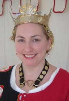 Queen Anna Leigh models Hilda's Livery Collar. Photo by Mistress Hilderun Hugelmann