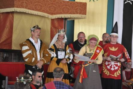 Lady Alfrun ketta receiving a Fleur. Photo by Baron Steffan.
