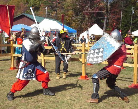 THL Marek vs. Sir Maghnus. Photo by Mistress Arianna.