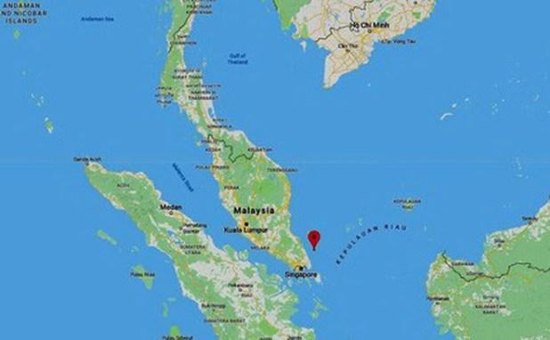 Chìm tàu cá Cà Mau, 11 ngư dân trôi đến gần Singapore, 2 người mất tích - Ảnh 1.
