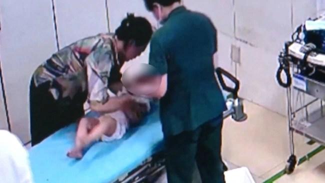 Bé trai 4 tuổi bị tổn thương nghiêm trọng vùng kín vì một món đồ mà rất nhiều gia đình mua cho trẻ dùng - Ảnh 1.