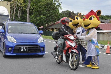 A'Famosa Resort Mascot Momo & Sasa is distributing ' Bubur Lambuk' to the public