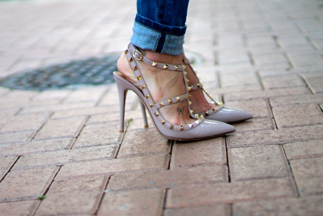 a fancy affair blog | a fancy affair casual look | valentinos rockstud nude heels | amanda tur