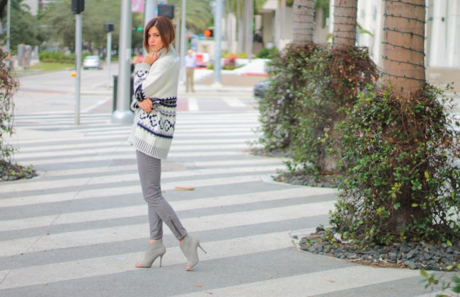 a fancy affair blog, miami blogger, amanda tur, monochromatic look, nudes, miami fashion blogger, all grey, 50 shades of grey, navy striped top, brown and grey, classic sweatshirt, classic sweater, pearls, gold chain necklace, kiley jenner lips, sincerely jewels classic sweater , gap, gap lincoln road, grey booties, oversized gap cardigan , winter style