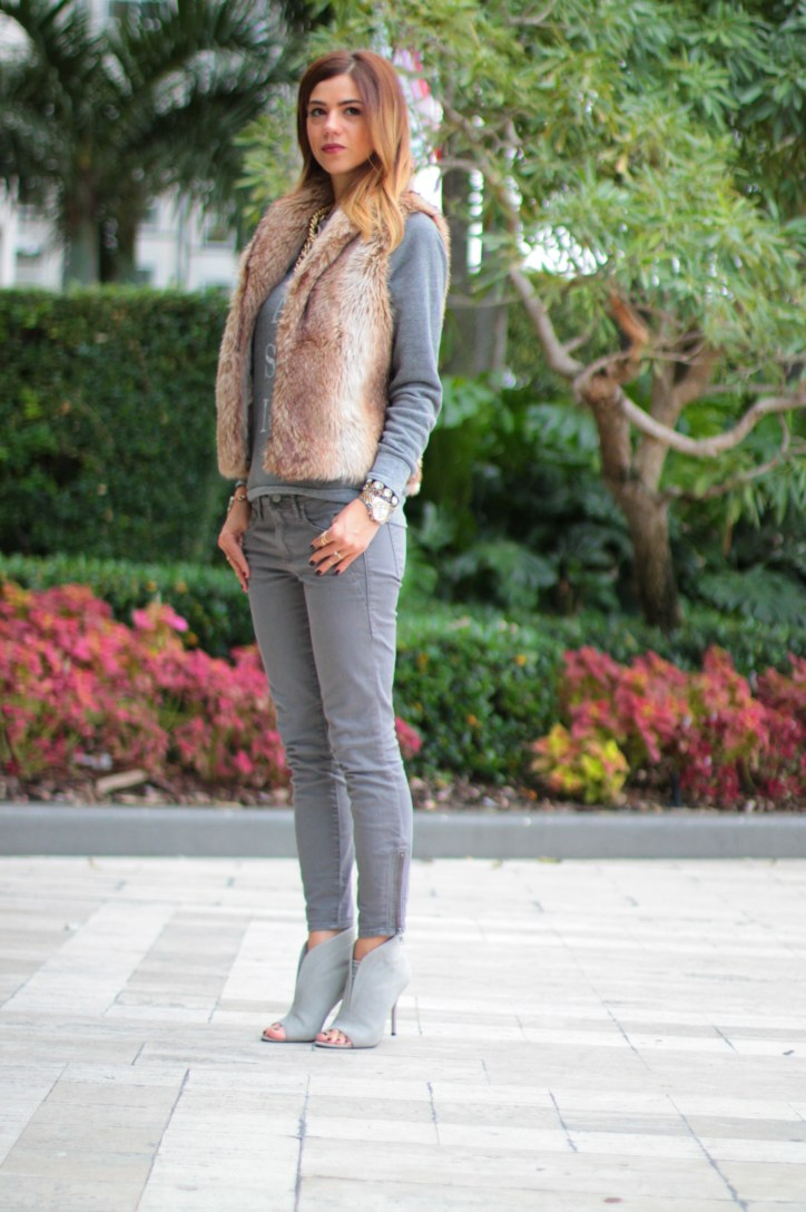a fancy affair blog, miami blogger, amanda tur, monochromatic look, nudes, miami fashion blogger, all grey, 50 shades of grey, faux fur vest, brown and grey, classic sweatshirt, classic sweater, pearls, gold chain necklace, kiley jenner lips, sincerely jewels classic sweater , gap, gap lincoln road