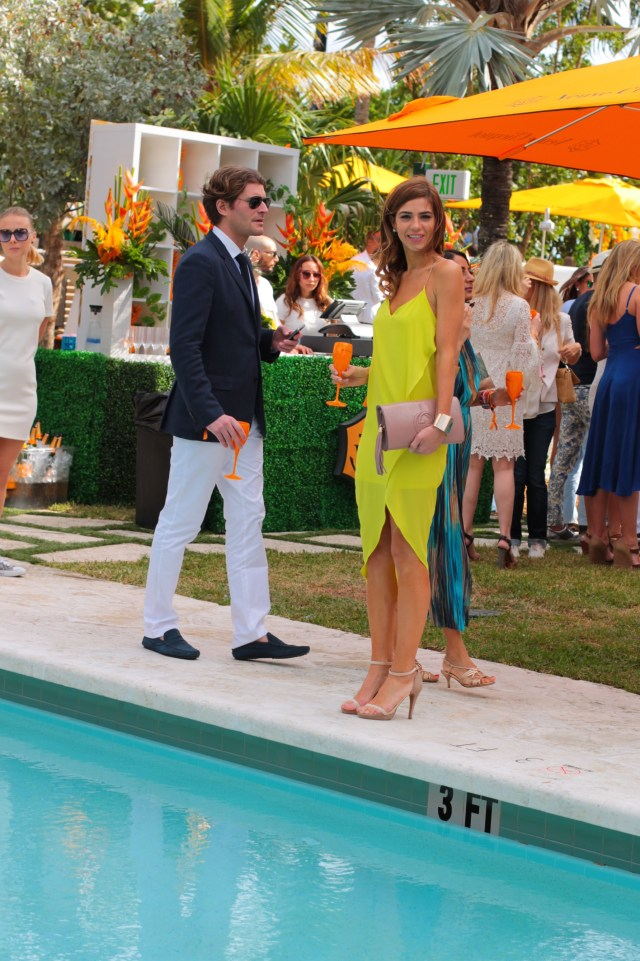 amanda tur-a fancy affair- miami fashion blogger- vccarnaval-  miami beach -south beach - florida -veuve cliquot- thompson hotel -pool party- resort chic- champagne-champs- miami fashion blogger- champs- carnaval- spring summer 2015, nude pumps- gucci nude blush clutch - yellow turquoise