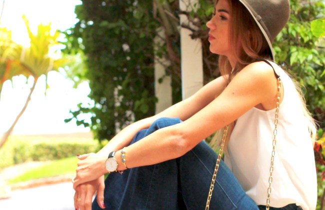 miami lifestyle beauty and fashion blogger amanda tur seven for all mankind high rise denim in a dark wash with ellen tracy white top zara bag similar to the drew chloe bag short brim green hat perfect for fall anf long fringe necklace