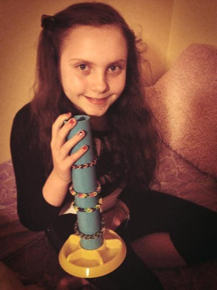 Review: The Loom Boom (Isabella with her Loom Boom)