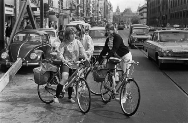 Vakantie ten einde. Amerikaanse meisjes op de fiets terug naar Ilinois