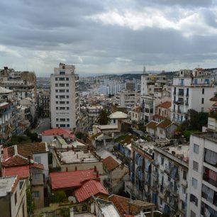 Bahía de Argel con el Monumento a los Martires al fondo