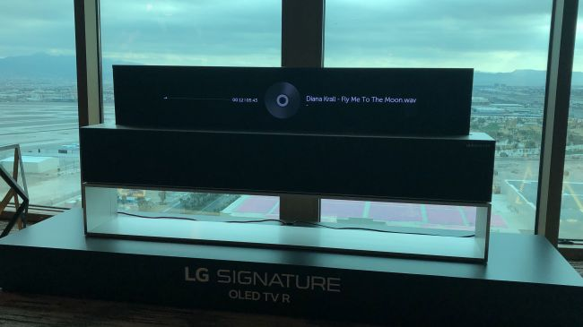 CES 2019: abbiamo arrotolato (e srotolato) l'LG OLED65R9