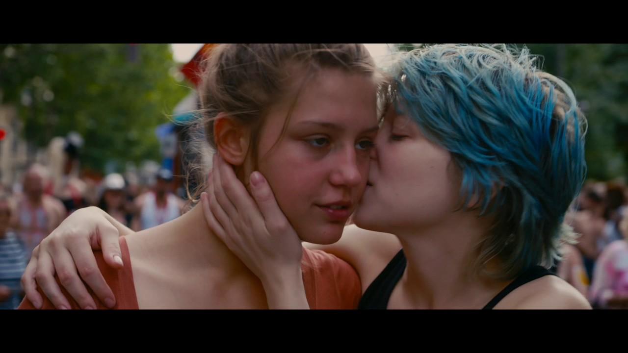 فيلم فرنسي رومانسي الآزرق هو أدفئ الألوان