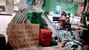 Lee más sobre el artículo El Ayuntamiento de Hospitalet, del PSOE, vuelve a dejar a una familia vulnerable en la calle