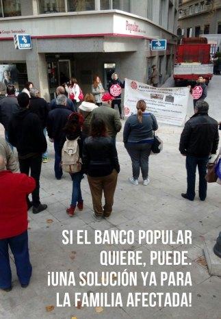 Acción en la puerta del Popular