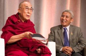 Dalai Lama, com o pesquisador e autor Thubten Jinpa