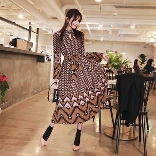 Keyhole Patterned Maxi Dress with Sash