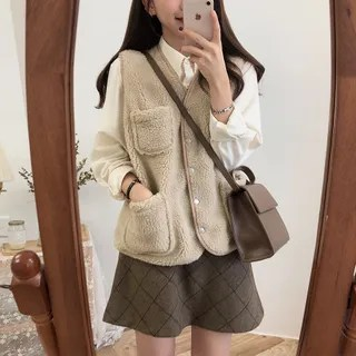 Tangihouse Fleece Vest / Ruffle Long-Sleeve Blouse / Plaid Skirt