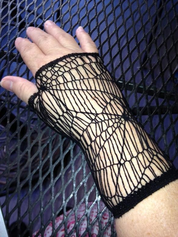 woven spider glove 4x