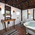 Pungwe Safari Camp - bathroom