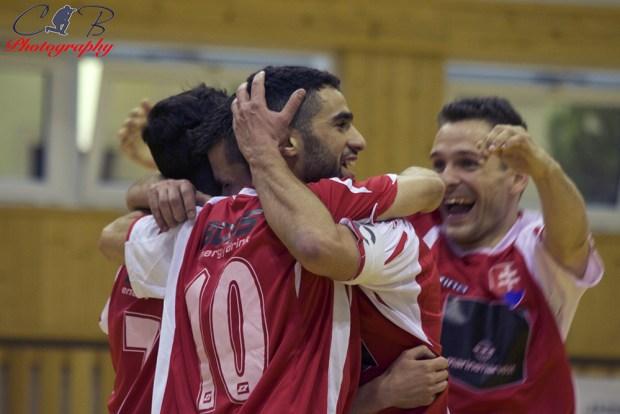 Les joueurs du Lipino Zilina fête leur victoire !