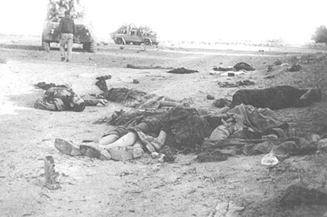 Расстрелянная афганская семья. На фотографии я определил, по крайней мере, пять трупов: двое мужчин, две женщины и девочка. Судя по расположению тел, женщина пыталась закрыть собой девочку.