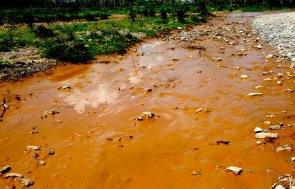 Rio Sonora despues de derrame de acído de cobre por el Grupo México, companía transnacional de minas y ferrocarriles