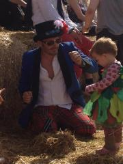 dad and toddlers at festival