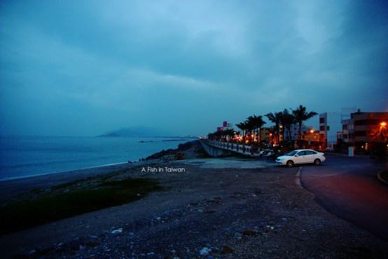 Walking along the seaside at Hualien.