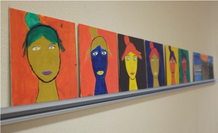 Schilderijen gemaakt door een cliënt van Kunstzinnige therapie / vaktherapie beeldend / beeldende therapie