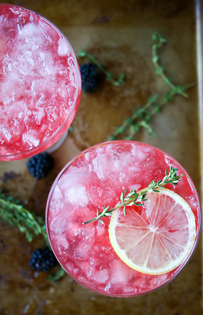 fresh blackberries, fresh lemon juice, and thyme-infused simple syrup are combined with bourbon for this gorgeous, refreshing blackberry, thyme, and lemon bourbon cocktail. blackberry, thyme, and lemon bourbon cocktail | a flavor journal food blog