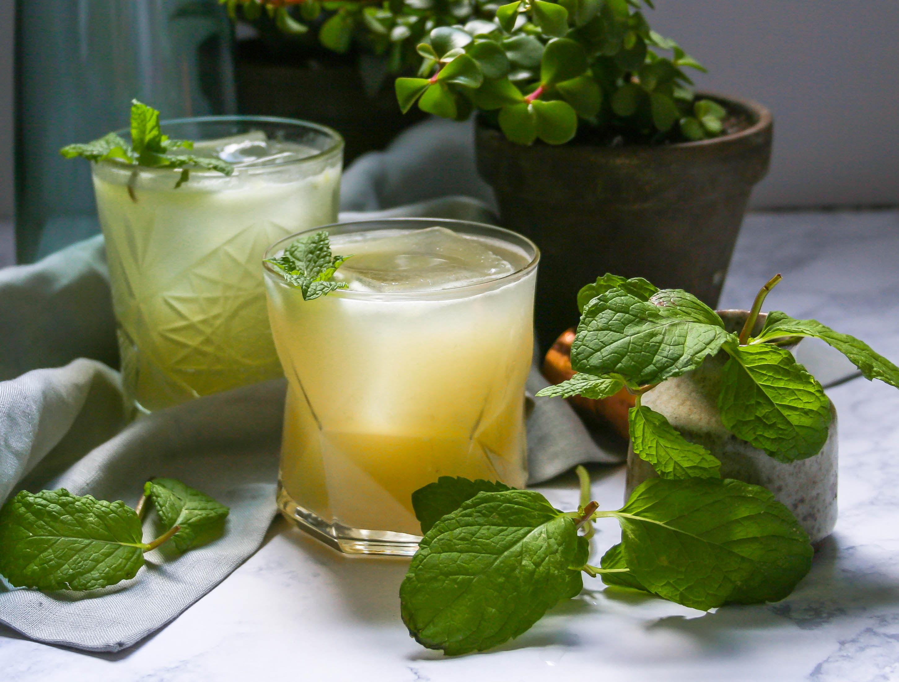 there's nothing better than bright, fresh juices mixed with a little vodka and topped with sweet ginger beer. this is the perfect cocktail for relaxing on the patio with friends, or treating yourself to your own personal oasis after a long day. spa day cocktail with grapefruit and cucumber | a flavor journal food blog