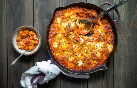 rich marinara, fresh mozzarella, and gnocchi are the ultimate comfort food combo in this one-pot dish! and it's complete with wine pairings! cheesy baked gnocchi with wine pairings | a flavor journal food blog