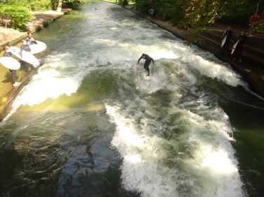 Surf sur la vague au coeur de Munich