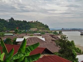 Village sur fleuve
