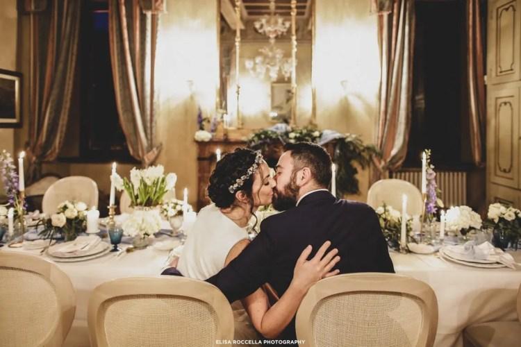 tavola e sala per il matrimonio d'inverno