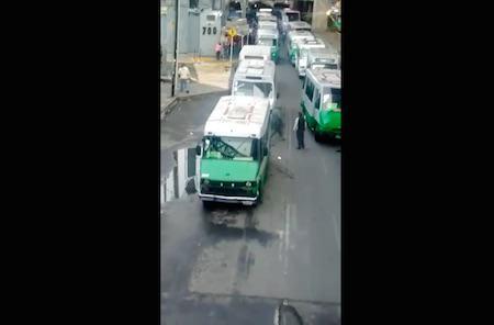 Microbuseros se adueñan impunemente de Perinorte y provocan caos vial