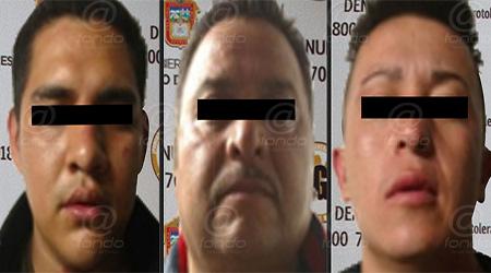 Los detenidos llevaba a la víctima a bordo de un auto.