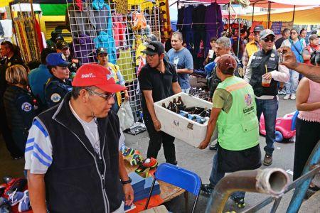 El gobierno busca evitar la venta de alcohol en todos los tianguis del municipio.