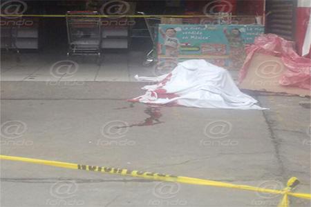 El hombre recibió un disparo en la cabeza.