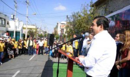 El alcalde busca mejorar las condiciones de vida de la gente.